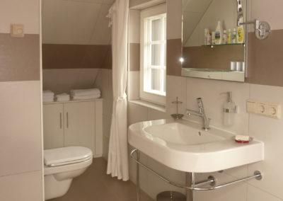 Záchodová toaleta v sauně v nejvyšším patře