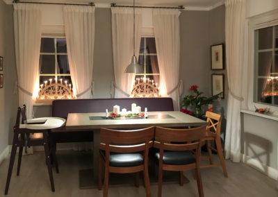 Vánoce v bytě 2- velký rodinný stůl